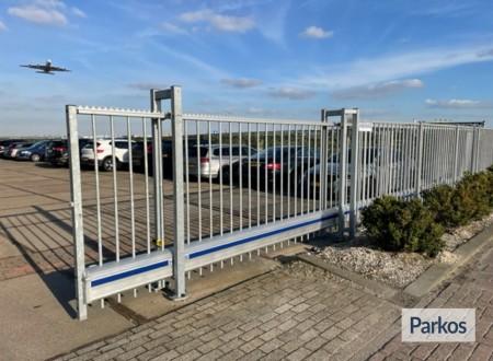 Park 'n Fly - Middenweg foto 4