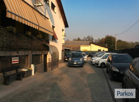 Airport Parking (Paga in parcheggio) photo 4