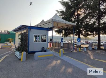 Evoluzione Blu Parcheggio (Paga online) foto 3