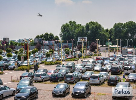 New Linate Parking (Paga online) foto 3
