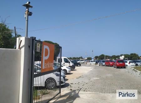 Orange Airport Parking (Paga in parcheggio) foto 1