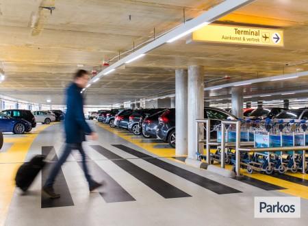 P1 Eindhoven Airport foto 1