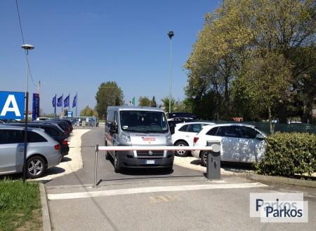 Parcheggio Marco Polo VIP (Paga online) foto 6