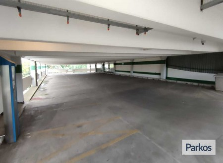 Parking 4 Holiday / Tiefgarage Schreyerring foto 1