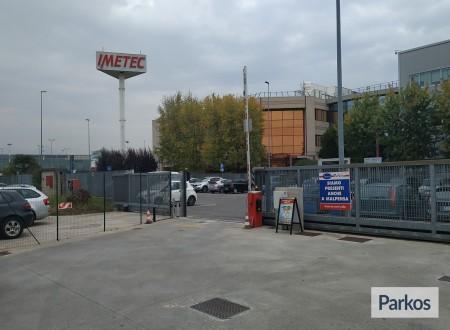 Well Parking (Paga in parcheggio) photo 3