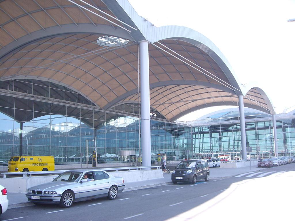 Parking Aeropuerto Alicante » TOP 10 mejores proveedores (1,33€ p/d)