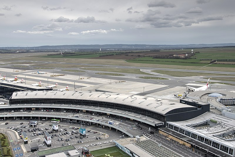Vienna Airport Parking » The best providers (from 5€/ Day)