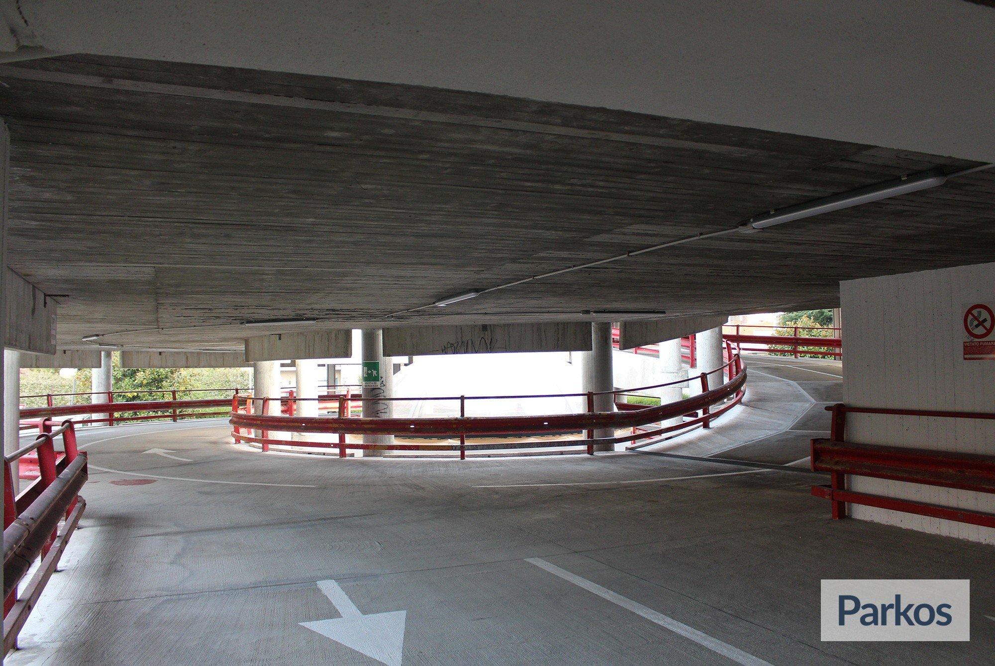 Sala Fumatori Aeroporto Palermo : Le torri parking trova parcheggio sicuro
